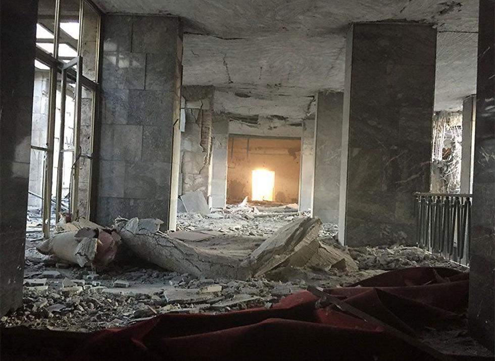 ההרס בבניין הפרלמנט בעקבות ההפצצות ()