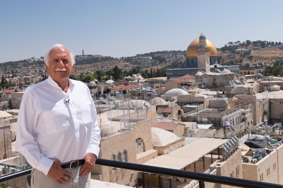 ספדיה במרפסת ביתו ברובע היהודי (אל תחמיצו את הביקור בביתו - בסוף הכתבה) (צילום: גדעון לוין)