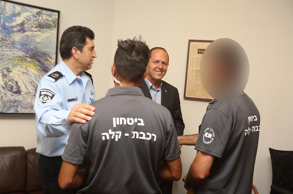הוקרה מראש העיר וממפקד מחוז ירושלים  (צילום: גיל יוחנן) (צילום: גיל יוחנן)