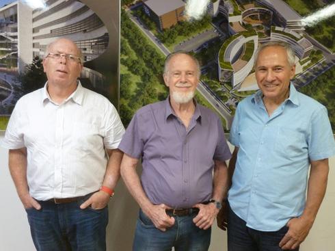 השותפים ב''פלג אדריכלים'' (מימין): צפריר גנני, בן פלג ואלי ברוסטרובסקי. ניסיון תעופתי ראשון (צילום: פקע ברגר)