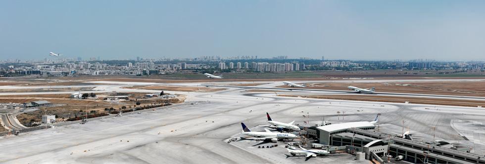 יוצא, נוסע, ממריא - מטוס יוצא לדרך. יש שלושה פרקי-עומס של טיסות בכל יממה (צילום: אינסה ביננבאום)