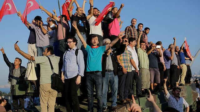 הנצרות שוקעת ומפנה את הבמה לאסלאם (צילום: AFP)