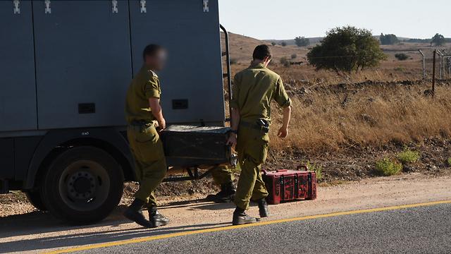 IDF soldiers clearing debris (Photo: Avihu Shapira)
