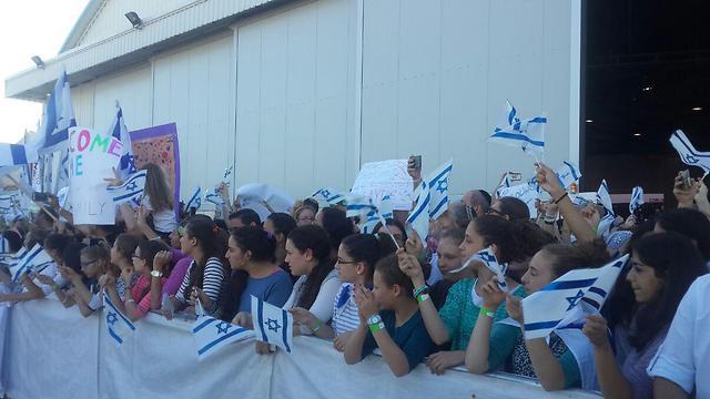 Dozens of Israelis travel to Ben Gurion Airport to greet the Olim