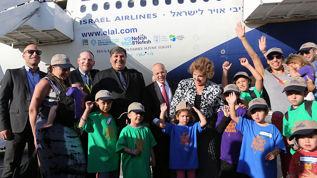 Minister of Immigrant Absoption Sofa Lavender and Chairman of the Jewish National Fund (JNF) Dani Atar  stands with the Olim
