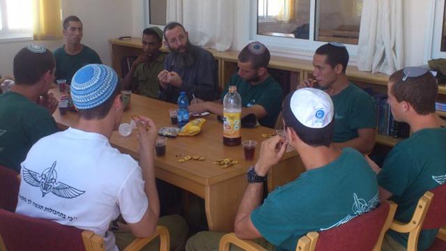 Yigal Levinstein addressing pre-army yeshiva students (Photo: Bnei David Yeshiva)