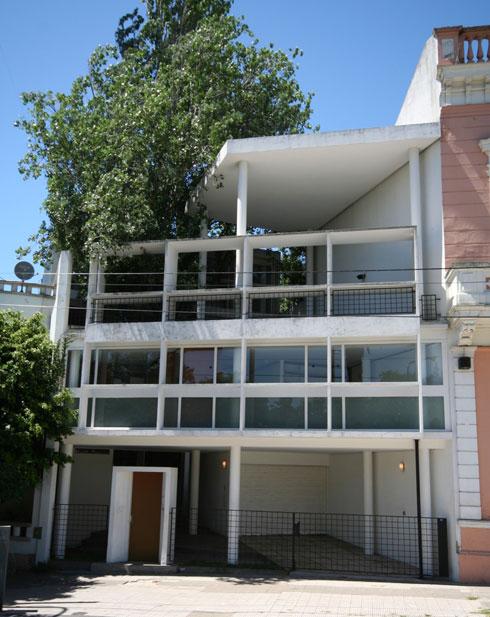 בית קורוצ'ט בבואנוס איירס. בית אגודת האדריכלים כיום (צילום: Consuelopumara, cc)