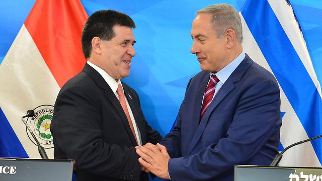 """ראש ממשלת ישראל בנימין נתניהו עם נשיא פרגוואי  (צילום: קובי גדעון / לע""""מ)"""
