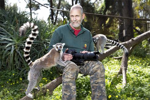 הוא מתכנת מחשבים במקצועו, אבל ליבו ונשמתו נמצאים בין החיות בספארי. הקליקו על התמונה (צילום: ענבל מרמרי)