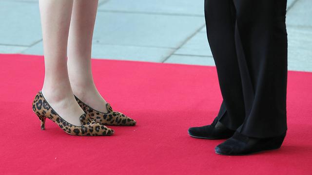 אוהבת נעליים מנומרות. מיי עם קנצלרית גרמניה מרקל (צילום: EPA) (צילום: EPA)
