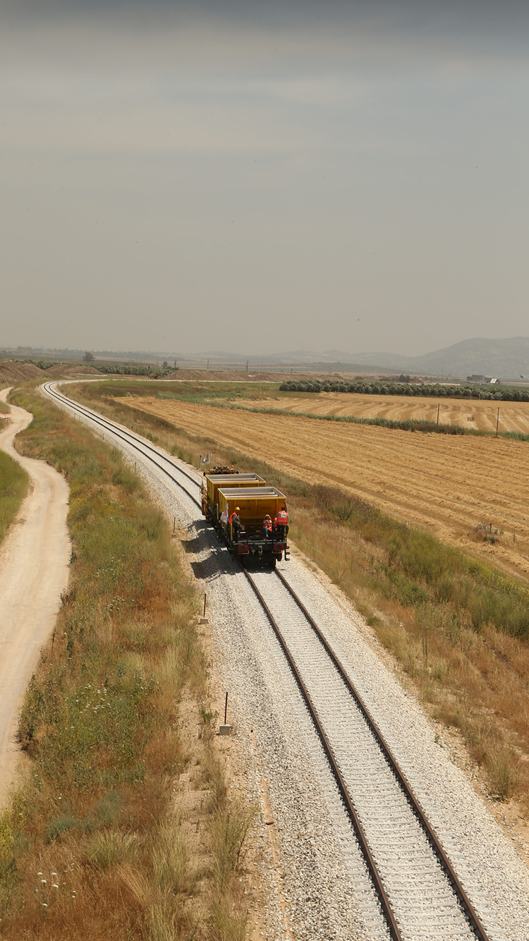 Building the railroad between Afula and Tiberias