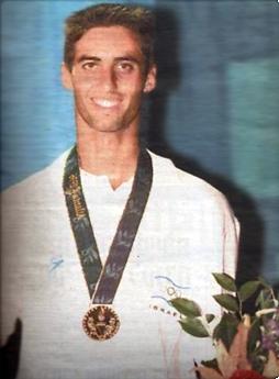 פרידמן עם המדליה באטלנטה. התמודד עם ציפיות שנבנו במשך שנים (צילום: יוסי רוט)