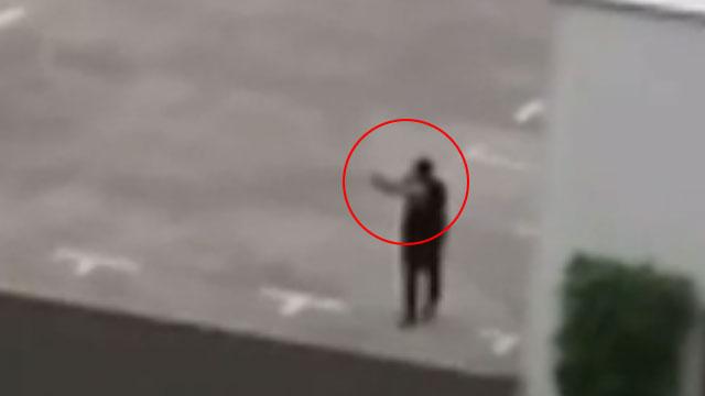 הרוצח פותח באש מגג חניון במינכן ()
