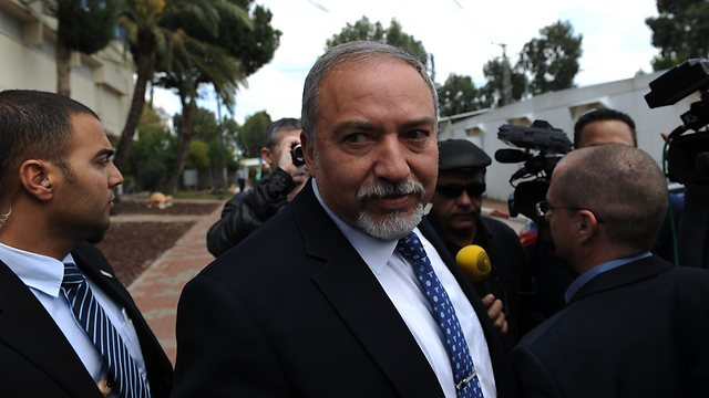 Lieberman, prior to being appointed defense minister, attends court hearing in Azaria's case (Photo: Avi Rokach)
