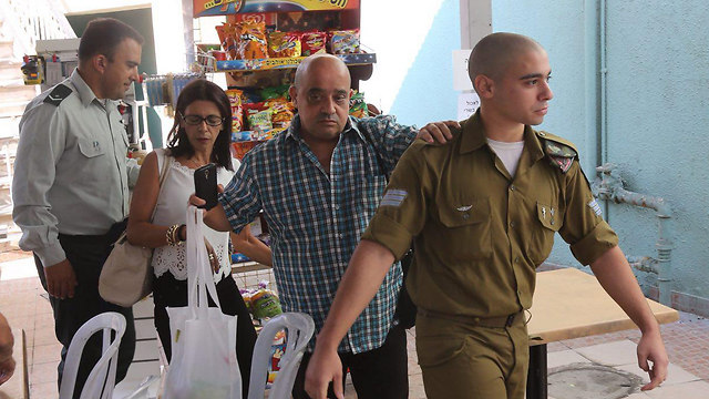 Sgt. Elor Azaria arriving in court with his parents (Photo: Motti Kimchi)