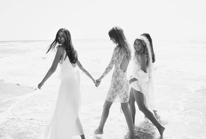 מימין לשמאל: דורית רבליס בבגד גוף, Petit Pois; עליונית, עידן לרוס; סופיה מצטנר בשמלה, עידן לרוס; אביטל לנגר בשמלה, עידן לרוס (צילום: TINO VACCA)