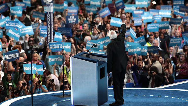 Bernie Sanders addresses his supporters. What has happened to the British Labour Party could also happen to the Democratic Party in the US (Photo: AFP)