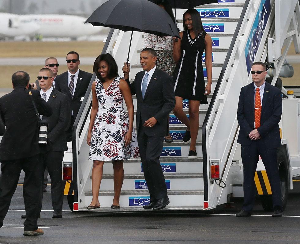 ביקור רשמי באווירת סלסה. מישל וברק אובמה נוחתים בקובה (צילום: Gettyimages)
