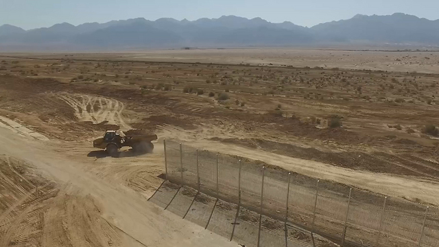 The fence along the Jordanian border was built to stop migrants from entering Israel by passing through Sinai (Photo: The Engineering and Construction Division of the Defense Ministry)