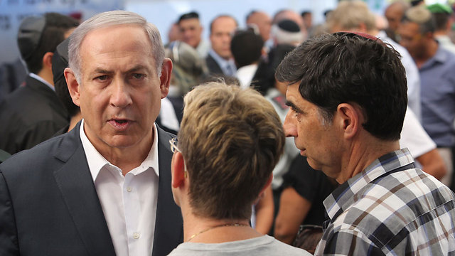 Leah and Simcha Goldin with Prime Minister Benjamin Netanyahu. A leadership disappointment (Photo: Gil Yohanan)