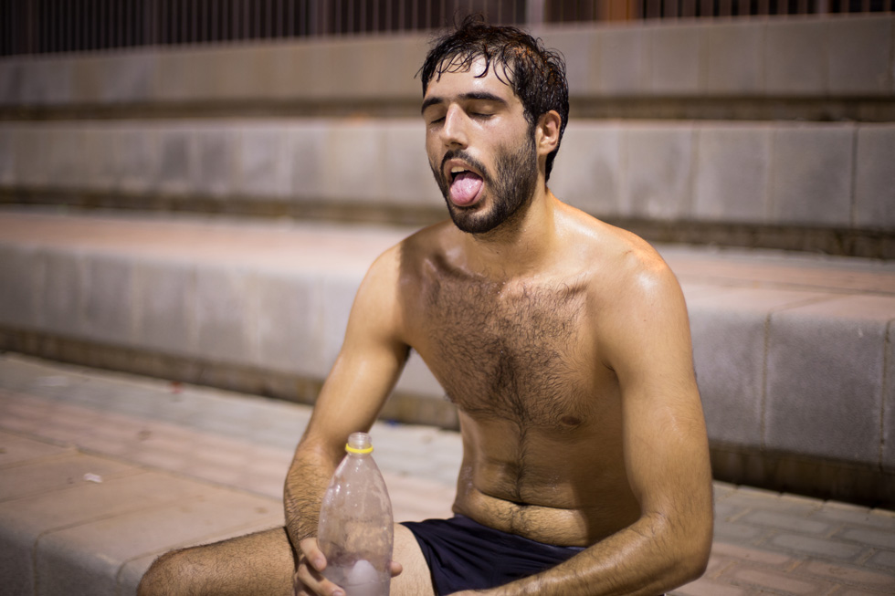 תמונה 125: עמית, בן 22 מרחובות, במשחק כדורגל בעיר מגוריו (צילום: אלון פרס)