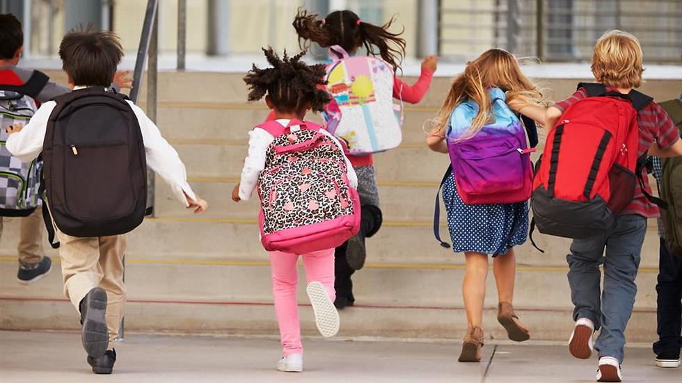 לחץ חברתי מול חינוך ההורים (צילום: shutterstock) (צילום: shutterstock)