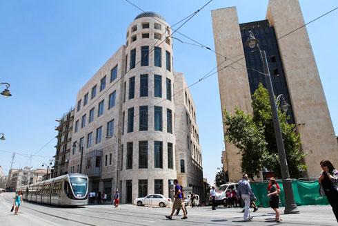 מימין: הבנק שהפך למלון (צילום: שירן כרמל)