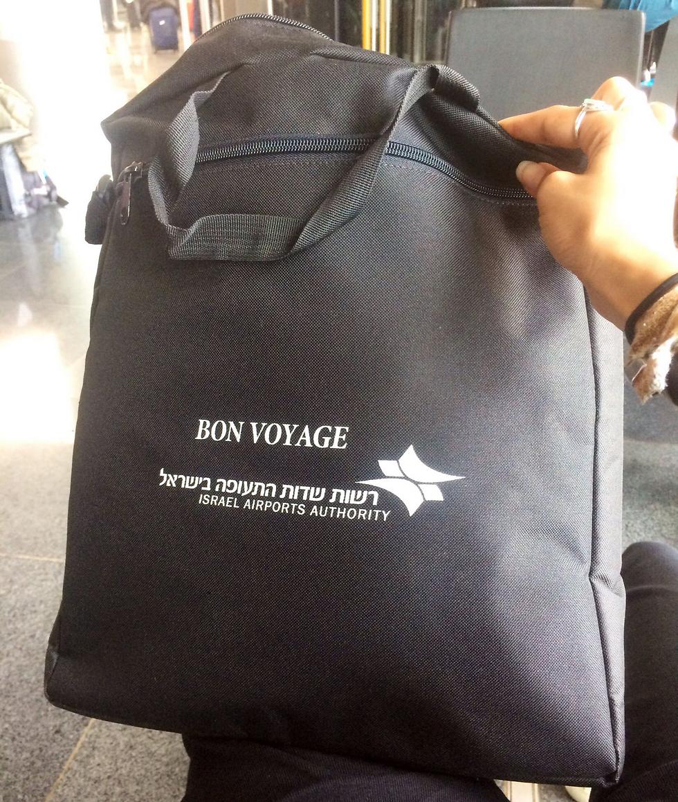 התיק החלופי שקיבלה מרשות שדות התעופה ()
