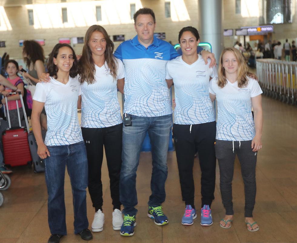 יחד עם חברותיה לנבחרת הג'ודו (צילום: אורן אהרוני) (צילום: אורן אהרוני)