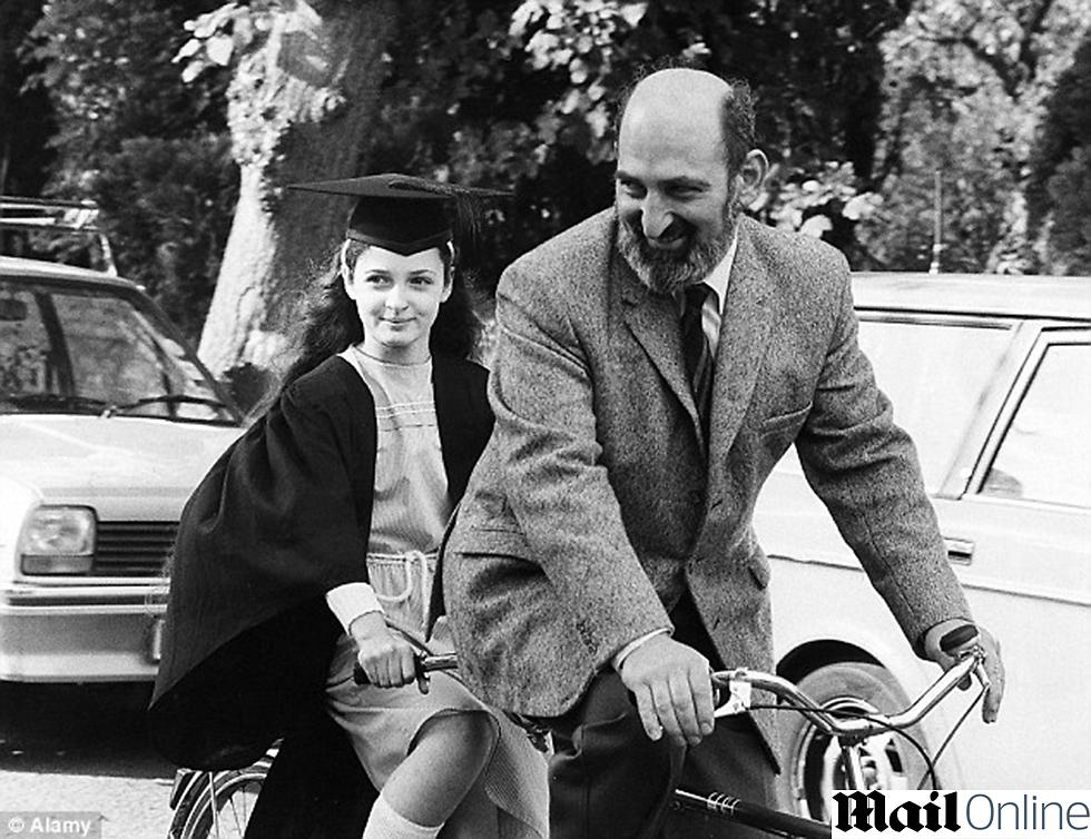 מדוושים באוקספורד. הארי לורנס ובתו רות ()