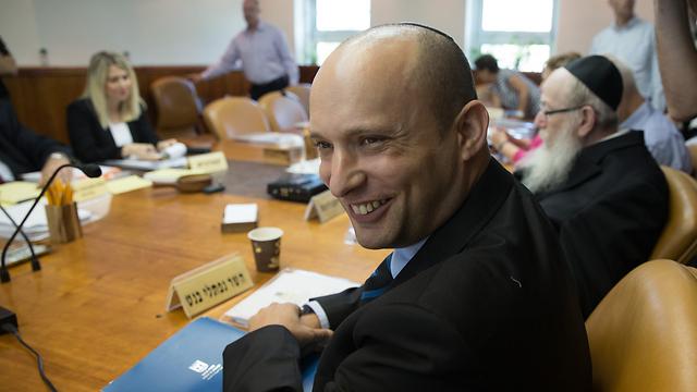 Naftali Bennett in a cabinet meeting (Photo: Ohad Zwigenberg