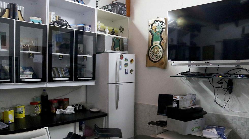 תאו בכלא של ברון הסמים הברזילאי (צילום: EPA) (צילום: EPA)