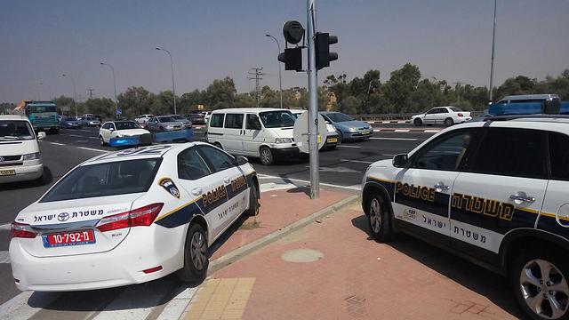 תנועה ערה של כוחות הביטחון ליד היישוב עומר, היום (צילום: חיים הורנשטיין) (צילום: חיים הורנשטיין)