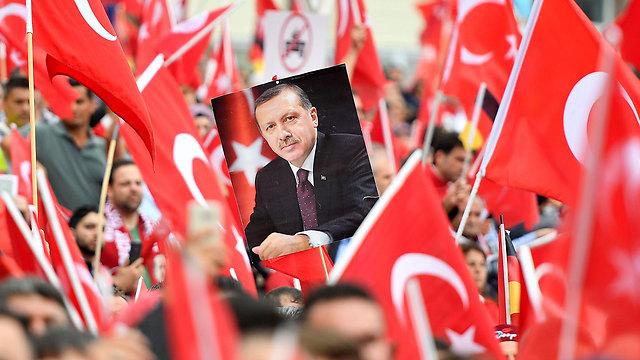 מהליכי הטיהור המחריפים כנגד ניסיון ההפיכה בטורקיה (צילום: AP) (צילום: AP)