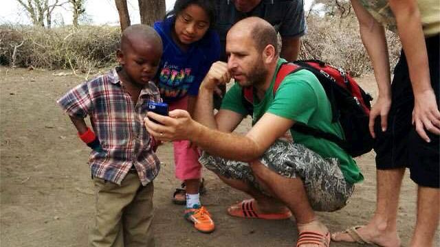 אנשי שבט המסאי לא מודאגים מכך שאין להם אייפונים או אינטרנט. חנוך דאום באפריקה