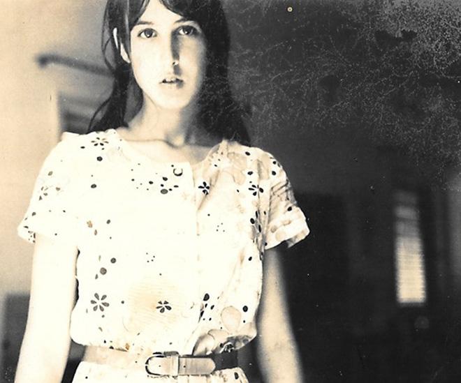 """בנעוריה. """"בתיכון הבנתי שהחיים משעממים"""" (צילום: מתוך אלבום משפחתי)"""