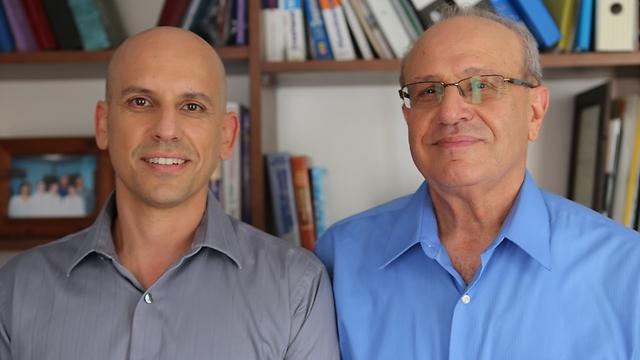 """ד""""ר קובי שגיא ובנו טל שגיא  (צילום: תרפי)"""