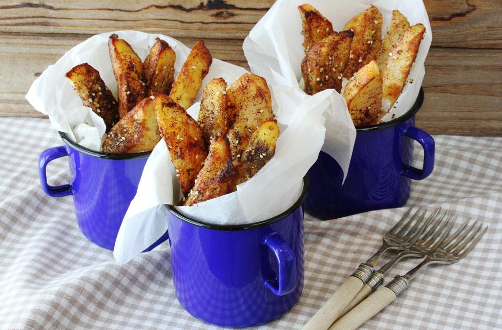 תפוחי אדמה קריספיים בתנור עם זעתר וסומק (צילום: אסנת לסטר)