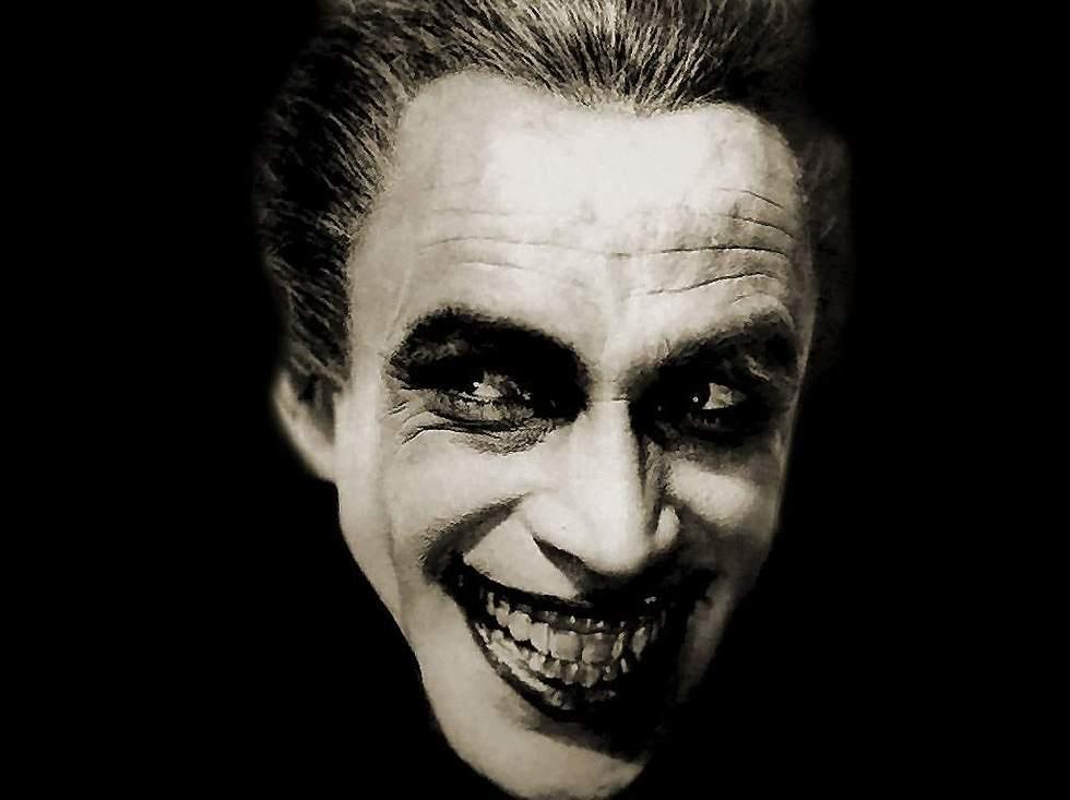 """קונרד ויידט ב""""האיש שצחק"""" מ-1928 ()"""