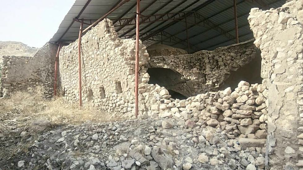 The crumbling 2,700 year old tomb of the Prophet Nahum (Photo: Shardar)