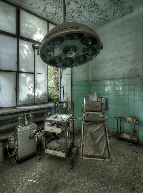 חדר ניתוח במרכז רפואי-נפשי (צילום: Niki Feijen)
