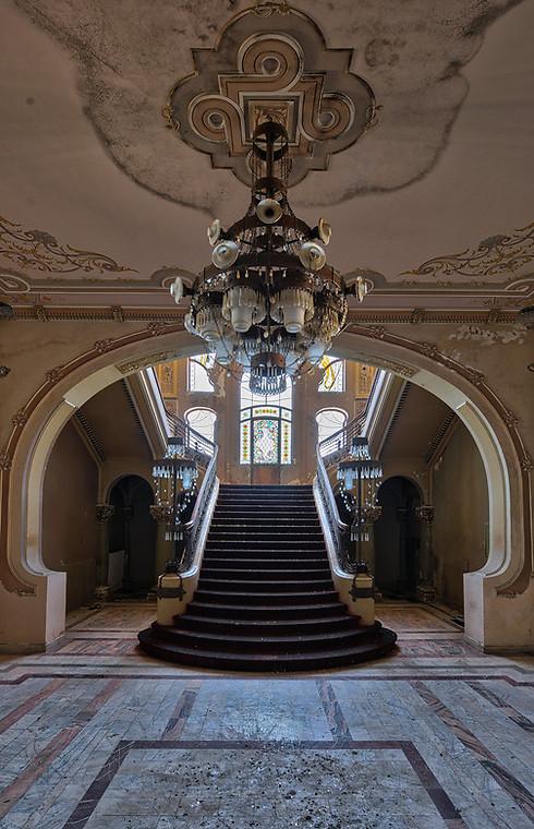 לעתים קרובות, עלויות תחזוקה גורמות לנטישת מבנים. גרם המדרגות המכושף זכה לגורל הזה. מדובר בקזינו שנעל את שעריו לפני יותר מ-25 שנה. היו בעבר כמה תוכניות לשפץ ולשקם את המבנה אך עד עתה דבר לא קרה (צילום: Niki Feijen)