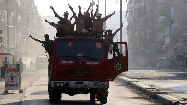 סוד הצלחת המורדים - אחדותם. חגיגות שבירת המצור על חלב (צילום: AFP)