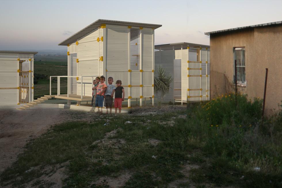 נוף נתנזון גרה בבית יציב בתל אביב, אבל הפרויקט שלה מפתח אפליקציית קוד פתוח לבנייה קלה, ארעית ובלתי חוקית לבדואים בנגב (צילום: נוף נתנזון)