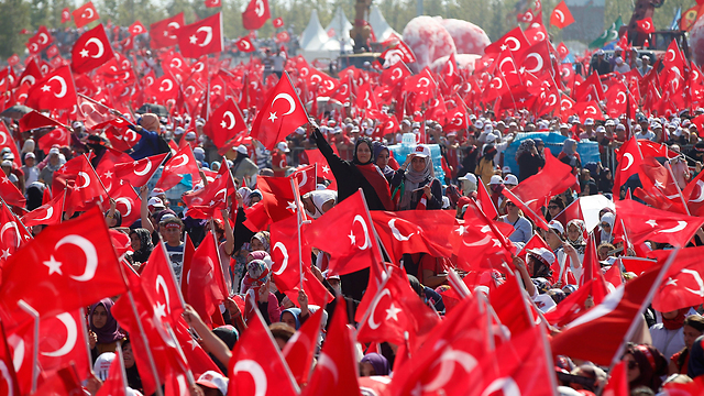 Mass rally of support in Turkish President Erdogan's regime in Istanbul (Photo: AP)