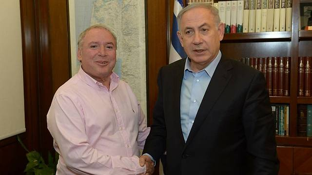 MK David Amsalem, who proposed the bill, and Prime Minister Netanyahu (Photo: MK Amsalem's Facebook page)