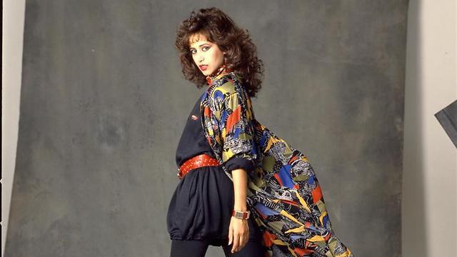 עפרה חזה בצילומי אופנה משנות ה-80, צילום מסדרה שתוצג בתערוכה (צילום: בן לם (מתוך צילומים לאלבום ימים נשברים, 1986)) (צילום: בן לם (מתוך צילומים לאלבום ימים נשברים, 1986))