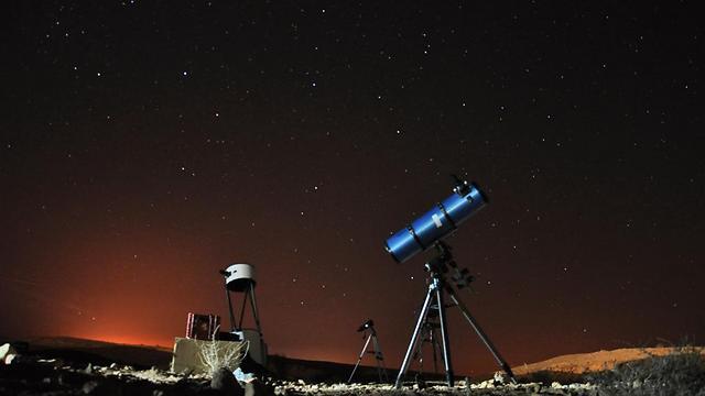 כך נראה ליל המטאורים האחרון במצפה רמון (צילום: שיר פרסר)