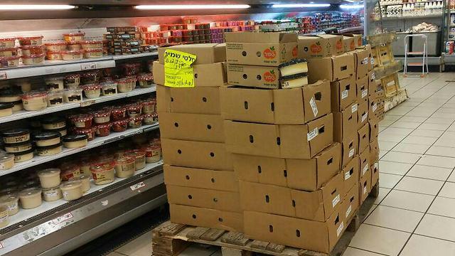 הורדת מוצרי סלטי שמיר מהמדפים ()
