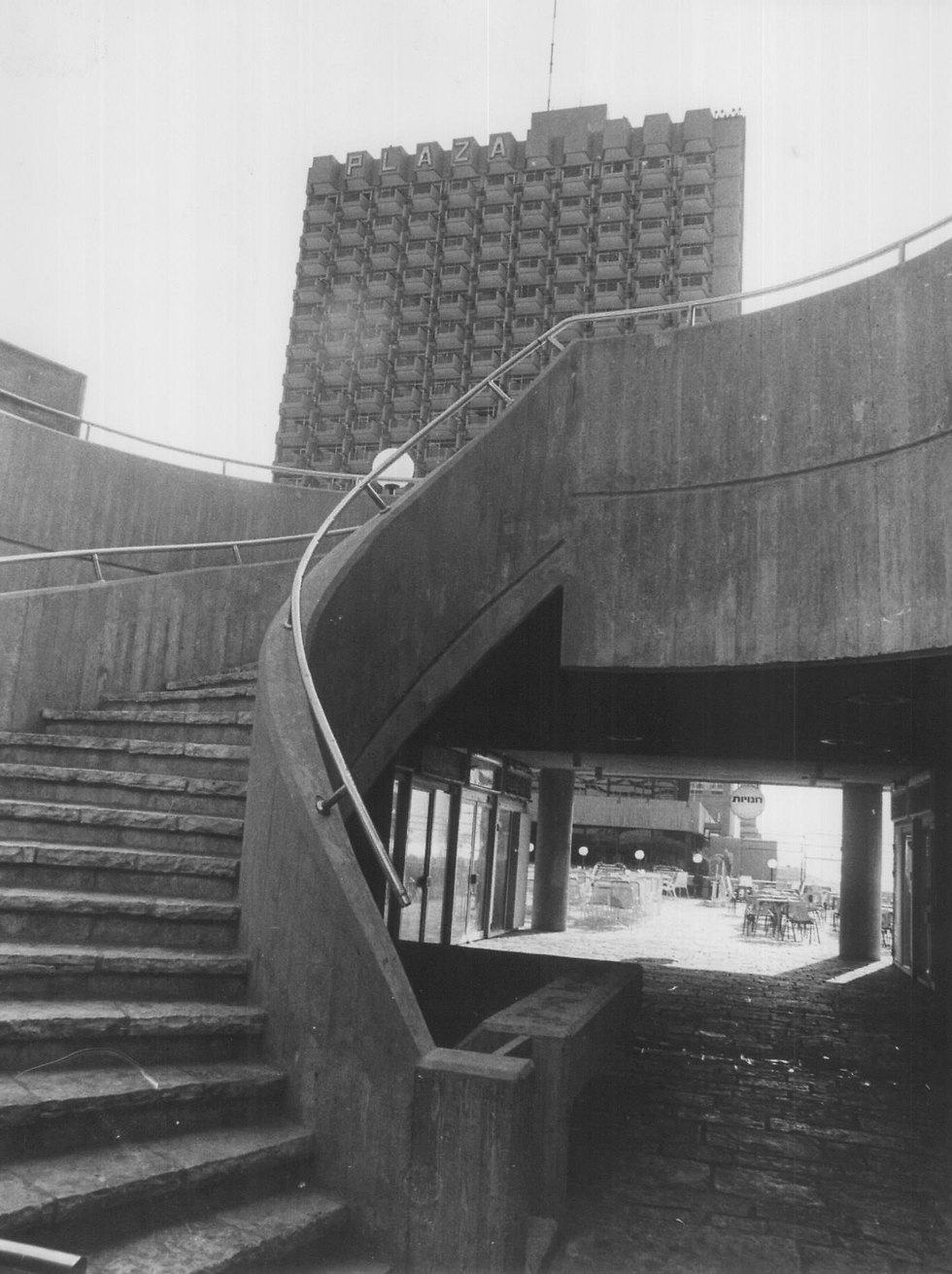 גרם מדרגות האבן. כיום מושבת נרקומנית מסריחה משתן (צילום: יוסי רוט) (צילום: יוסי רוט)